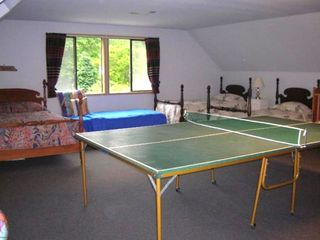 Bunk room with Ping pong table
