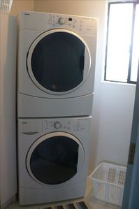 Pacifica house rental - laundry room