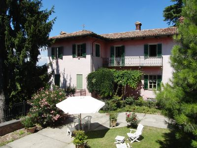 Guarene: ALBA, 5 km: in historical Mansion with park a flat overviewing the hills