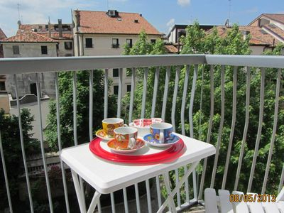Apartment with a small balcony in the OLD TOWN CENTRE  OF TREVISO - 3rd floor with lift. 30 minutes by train to Venice. Wi-fi free.