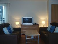 Glasgow City Centre , Tranquil Modern 2 bedroom apartment with free parking