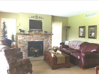 Upper Unit Fam Rm w Propane Fireplace, Leather Sofa Sleeper, Custom Recliners
