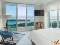 BAY VIEWS ALL ANGLES! PRIVATE APART AT SONESTA HOTEL. FREE POOL, PARKING. 2 bdrm