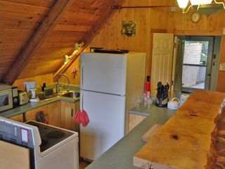 Stevens Pass cabin photo - Fully equipped kitchen with beautiful oak bar