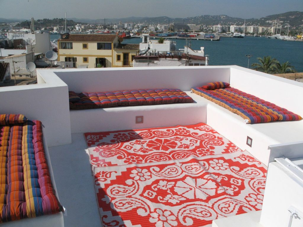 Two storied house in old ibiza town homeaway ibiza town for Ibiza classic house