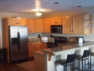 Cottonwood Heights townhome photo - Large cooks' kitchen with breakfast bar