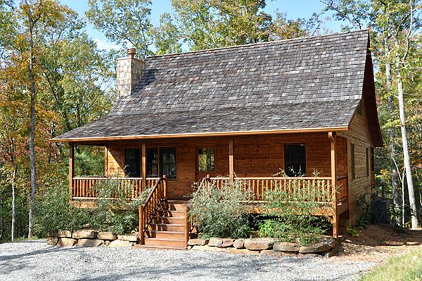 Beautiful 4 bedroom cabin with hot tub close vrbo for Getaway cottage