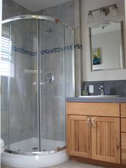 Santa Cruz apartment photo - Full bath with rounded shower stall
