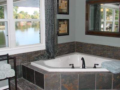 Wind down from a day on the lake in this large jetted Jacuzzi tub!