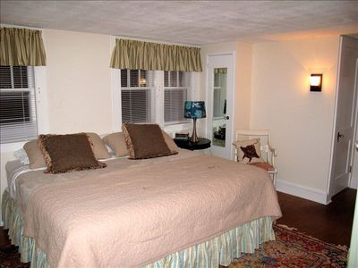 Spacious Master Bedroom, cable TV,DVD, & air conditioning