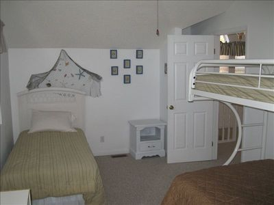 Great Bedroom for the Children. Bunk ~ Twin/Top W/ Full/Bottom + Another Twin