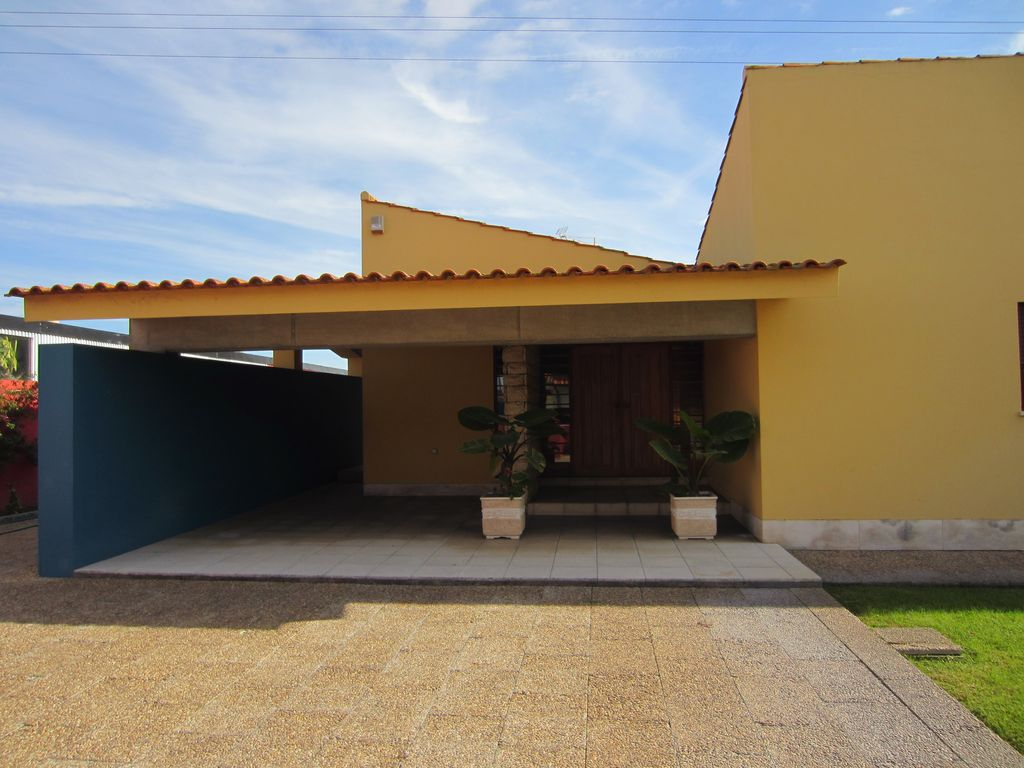 House 500 square meters, close to the sea
