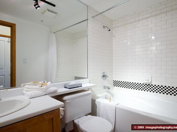 Private bathroom with soaker tub - Private bathroom with soaker tub