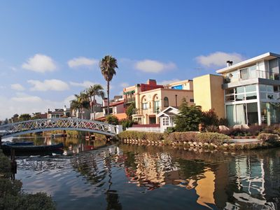A 10 minute bike ride to the Venice Canals.