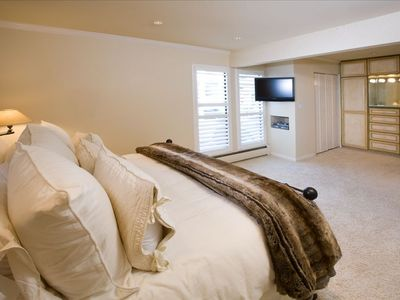 Master Bedroom (Comfy King Bed)