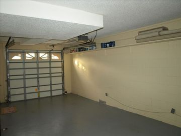Single Car Garage, full laundry room