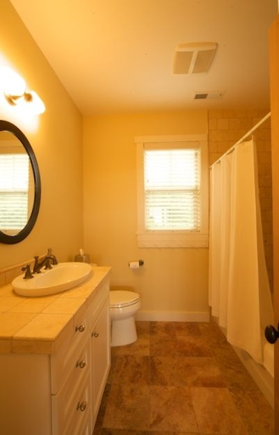 Bathroom with tub/shower