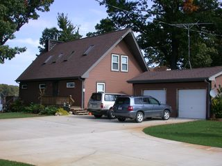 Decatur chalet photo - Ample parking for numerous cars