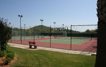 Parque da Floresta tennis courts