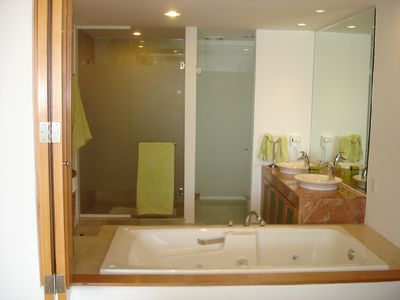 Main Bathroom with Jacuzzi