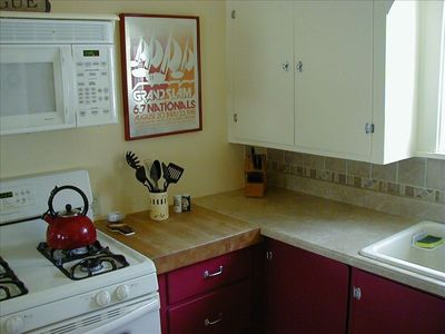 Large, fully-equipped kitchen w/gas range, microwave, full-size refrigerator