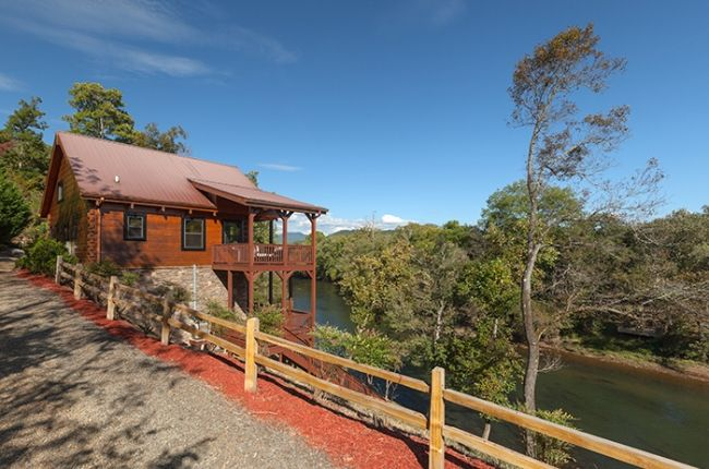 Perfect getaway private riverfront cabin vrbo for Gatlinburg cabins with fishing access