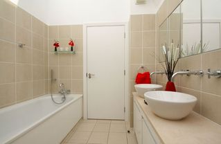 Putney & Wandsworth apartment photo - en-suite bathroom 3
