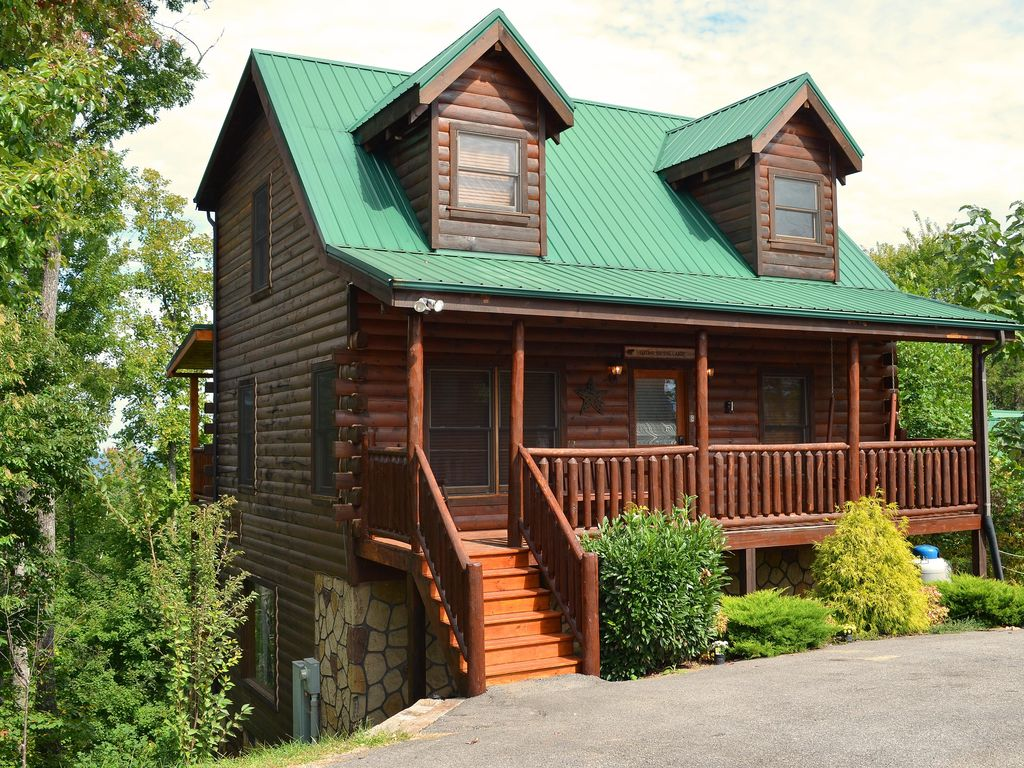 Superb img of Luxury log cabin centrally located to VRBO with #399263 color and 1024x768 pixels