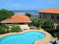 Nice oceanview home- kitchen, internet, a/c, shared pool, jacuzzi tub