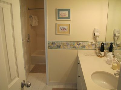 Hall bath from twin bedroom
