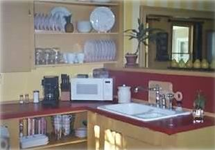 Kitchen accessories and eating utensils/serviceware all provided
