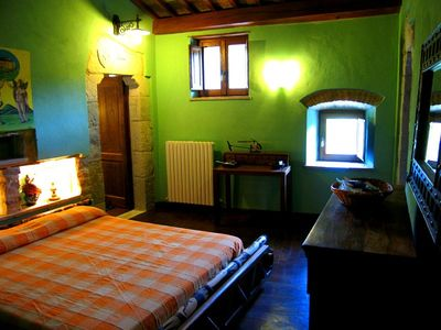 Spoleto castle rental - Zodiaco bedroom - 1 of 2 double bed - en suite