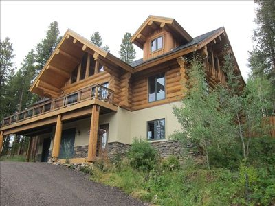 3500 SF HAND HEWN LOG HOME WITH PLENTY OF SPACE, VIEWS AND LARGE SECURE DOG RUN!