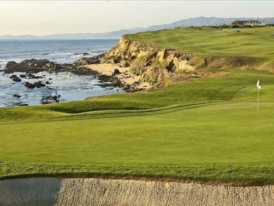 Spectacular golf at Half Moon Bay Golf Links just 6 miles from the Beach Retreat