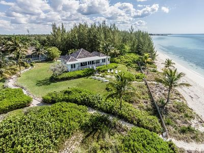 Aerial view of the house showing prime position, right by the beach!