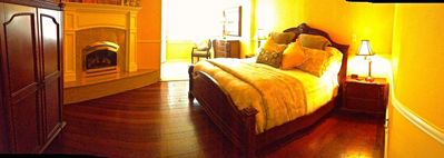 Healdsburg house rental - master with king bed, gas fire and flatscreen tv
