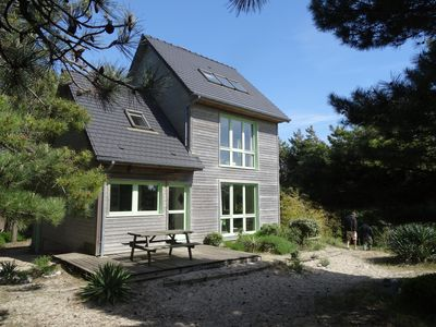 Wooden house superbly located, with sea and nearby beach.