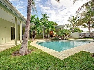 Tropical Pool Courtyard