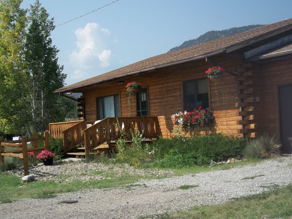 Bender 39 s log cabin 39 your home away from home 39 vrbo for Home away from home cabins