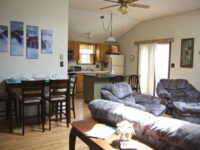 Cozy Retreat with King Size Bed--Perfect Getaway for Couples or Small Families