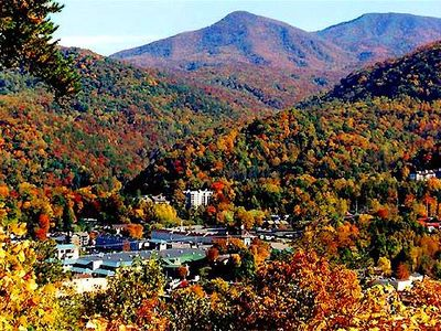 Fall is an amazing time to take in the enchanting mountain views & atmosphere