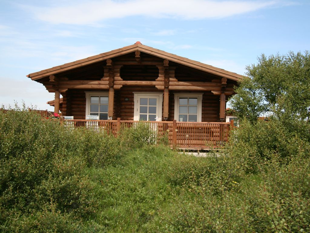 Borgarleynir 4 A Fully Modernized Two Bedroom Log Cabin