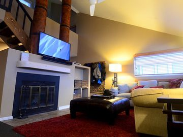 Pitkin Creek condo rental - Family Room with 50inch HD TV/HD Cable/Web enabled Blue-Ray/ surround sound