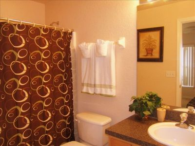 Queen Suite Bathroom