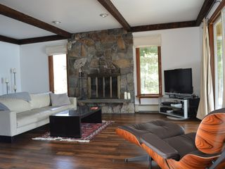 Highland Lakes house photo - Comfortable living room with fireplace.