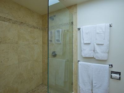Stand up shower in fully functioning bathroom