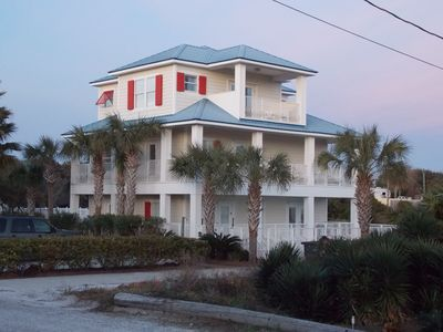 Great Rates For Family Vacation Home With Private Pool
