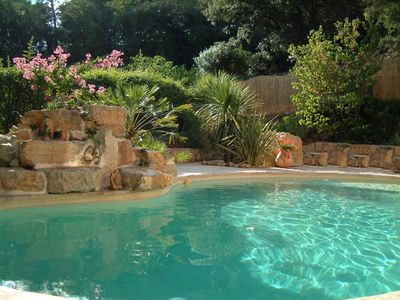 Lorgues villa rental - Swimming pool with cascade over rocks