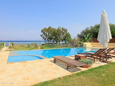 Corfu villa rental - the pool has got a shallow area for children