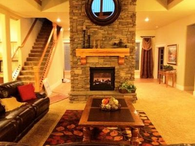 Great Living Room- Five Leather Recliners, 60' Flat Screen and Two Fireplaces